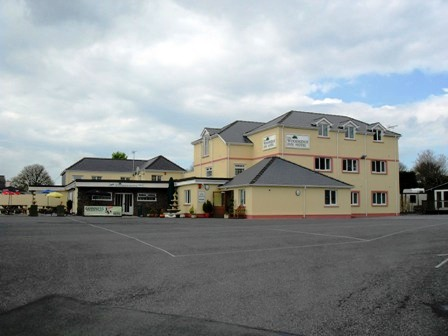 17 Letting Room Hotel, Restaurant & Public House In 12 Acres of Land