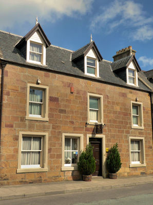 A Traditional Highland Townhouse, Excellently Presented As An Aa 5-star Licensed
