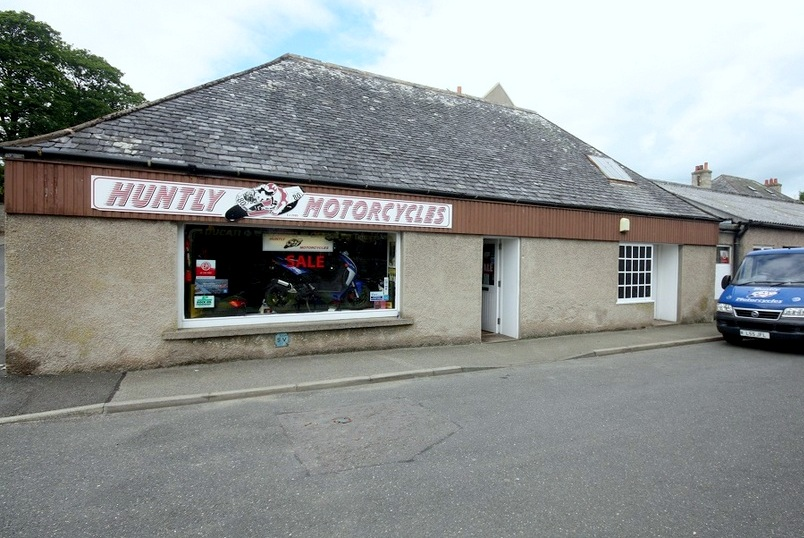 Well-presented Retail Unit In A Desirable Trading Location with 172m2 (1850m2) N